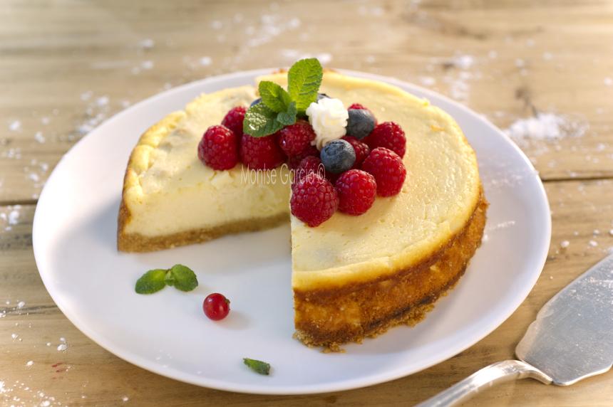 Pastel de queso con frutos rojos